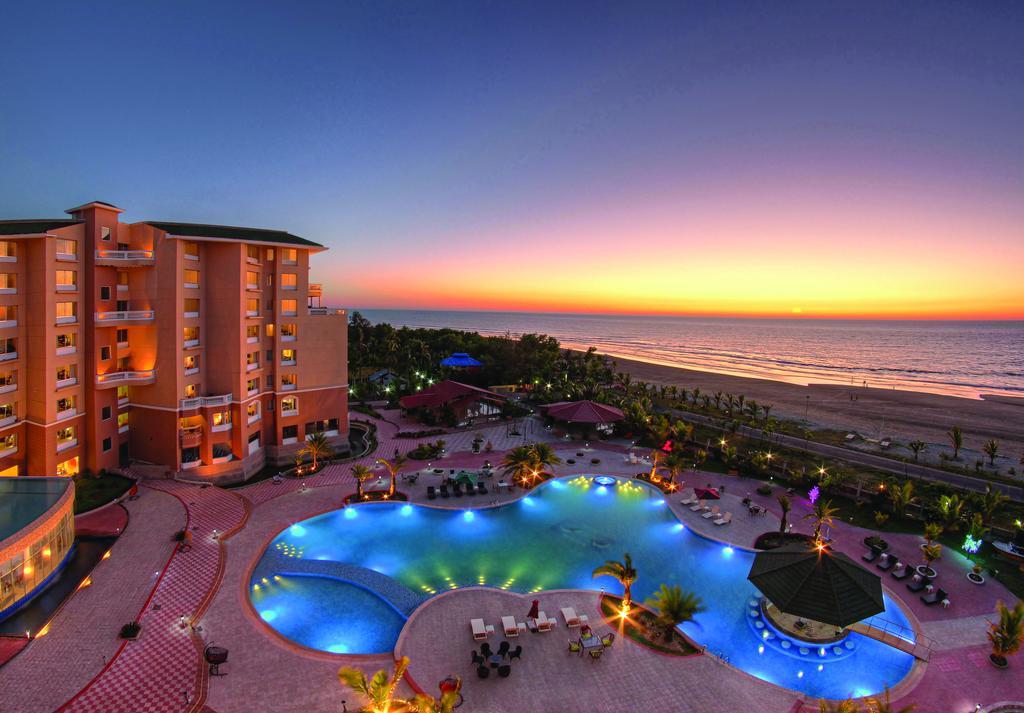 Royal Tulip Sea Pearl Beach Resort